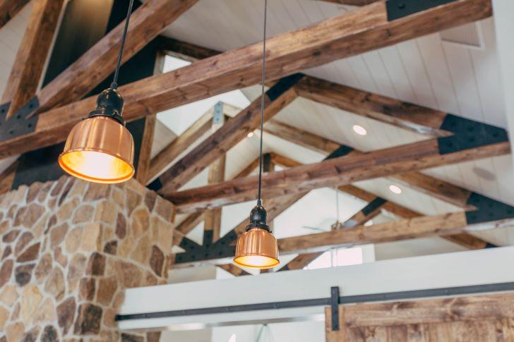 Landelijk plafond met houten balken